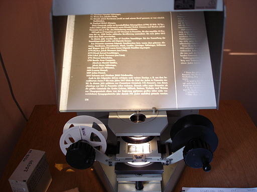 Microfilm Reader by David Lisbona from Haifa, Israel (Reading Brilling's book about Jews in Silesia) [CC BY 2.0 (http://creativecommons.org/licenses/by/2.0)], via Wikimedia Commons