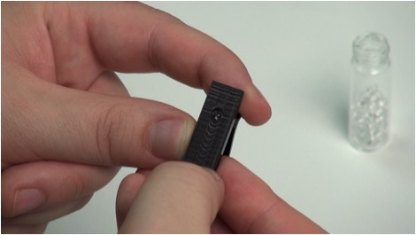 Smartphone equipped with this small 3D-printed microscope clip can show and send magnified images. The size of an inexpensive glass bead lens determines the magnification – 100x, 350x or 1000x.
